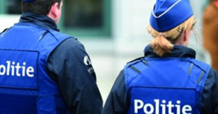 Dolgedraaide man verwondt drie agenten