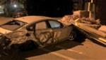 20-jarige vernielt meerdere auto's bij spectaculair ongeval