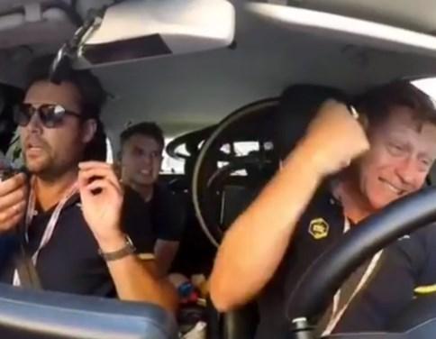 Kippenvel: zo spannend ging het eraan toe in volgwagen Wout van Aert tijdens Strade Bianche