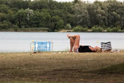 Wildzwemmers zijn gewaarschuwd: politie waakt over De Plas en schreef al 64 boetes uit