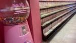 """Zaakvoerder snoepwinkel tikt dieven op de vingers en krijgt pak slaag: """"Als ik niets doe, staan ze 's anderendaags weer te stelen"""""""