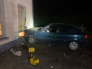 Auto knalt tegen gevel van advocatenkantoor in Bilzen