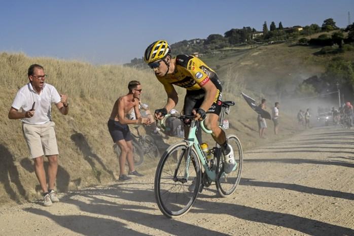 """Wielerlegendes buigen zich over luxeprobleem van Wout van Aert, die op alle terreinen thuis is: """"Eerst focussen op de Ronde en Roubaix"""""""