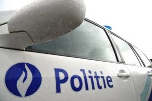 Bestuurster met 2,51 promille in het bloed rijdt tegen geparkeerde auto