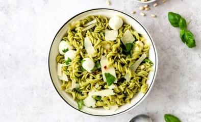 Groene pastasalade met mozzarella en basilicum van As Cooked by Ginger