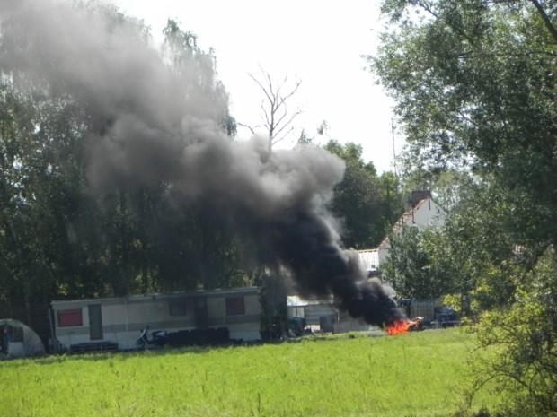 Zwarte rookpluim door afvalbrand