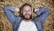 Stephan uit 'Boer zkt vrouw' ruimt nog steeds puin na stalbrand
