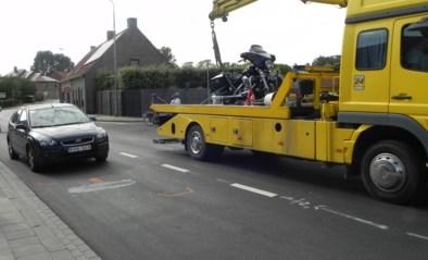 Motorrijder lichtgewond afgevoerd naar ziekenhuis na aanrijding met personenwagen