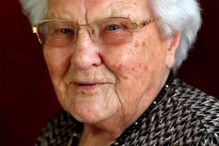 """Julia Van Hool is nieuwe oudste Belg (111): """"De Wever en Magnette mogen nog bellen voor hulp"""""""
