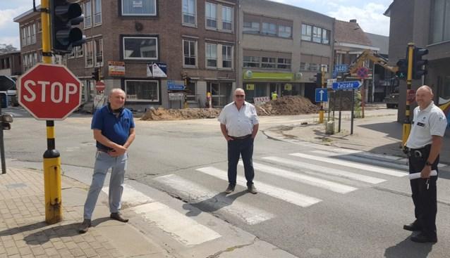 """Burgemeester woedend op bestuurders die verkeersregels aan hun laars lappen: """"Ze verzetten gewoon de verkeersborden"""""""