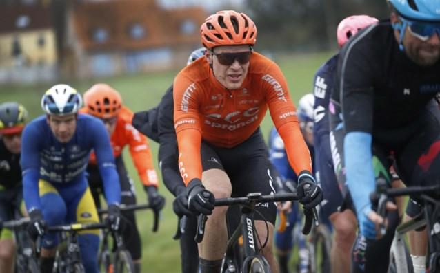 """Oliver Naesen is in z'n nopjes want hij krijgt bij AG2R steun van Stan Dewulf en Gijs Van Hoecke: """"Welkom!!!"""""""
