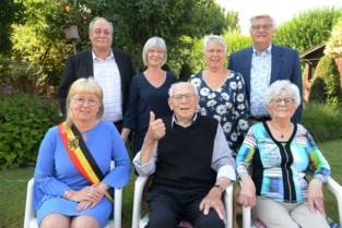 """Zijn honderdste verjaardag? Die viert Maurits gewoon thuis met vrouw, dochters en… kruidendrankje: """"We blijven voor elkaar zorgen"""""""
