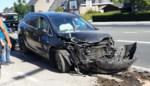 Grote schade nadat chauffeur plots naast weg belandt