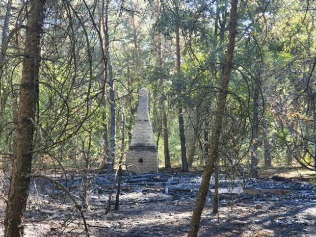 Brandweer blust nog na om heropflakkering in natuurgebied te verhinderen