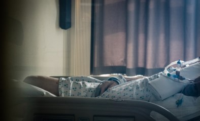 """Beste behandeling covid-patiënten nog steeds onduidelijk: """"Je moet soms varen op je buikgevoel"""""""