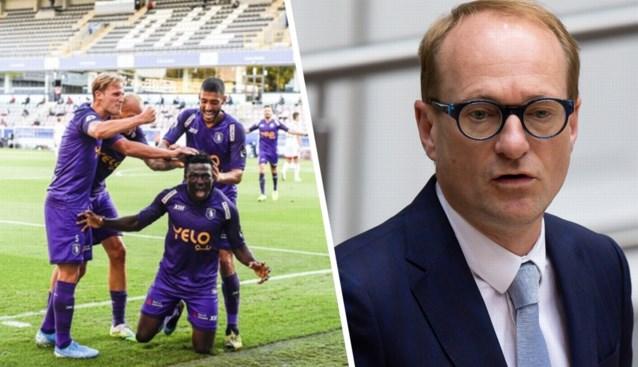 """Ben Weyts laat voetbal in Antwerpen dan toch toe: """"Je kunt niet alles verbieden wat leuk is"""""""