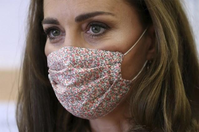 Kate Middleton kiest voor fleurig mondmasker