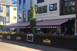"""Politie sluit brasserie 24 uur lang wegens corona-overtredingen: """"Allerlaatste verwittiging anders langer dicht"""""""