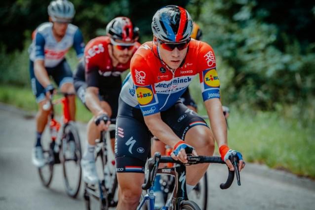 """Van Armstrong tot Gilbert, wielerwereld bidt voor Fabio Jakobsen: """"Ik denk dat ik nog nooit zo'n zware crash heb gezien"""""""