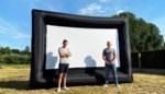 """Staycation? Verander gewoon je tuin in een openlucht bioscoop met een opblaasbaar tv-scherm: """"Ideaal nu evenementensector helemaal plat ligt"""""""