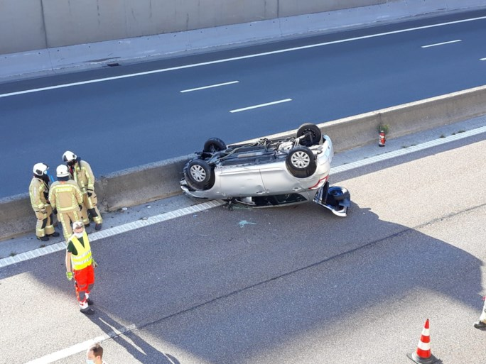 Auto overkop op A12: bestuurster gewond