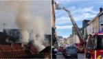 Bewoner uit dakgoot gered na uitslaande brand, moeder en drie kinderen in ziekenhuis