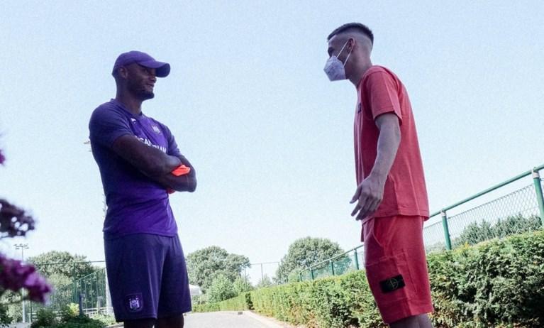 """Alexis Saelemaekers brengt zijn oude ploegmaats een bezoekje bij Anderlecht: """"Ket met een paars hart"""""""