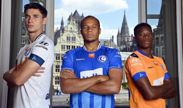 Twee klassieke kleuren en gewaagd oranje: dit zijn de nieuwe shirts van KAA Gent