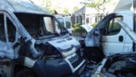 Bestelwagen Woondienst brandt uit, ook andere voertuigen lopen schade op