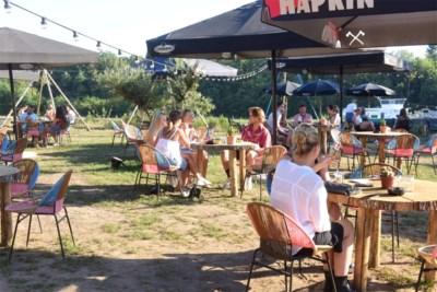Zone Neteland beperkt bezoekers in horecazaak tot 200, grote zomerbars verrast