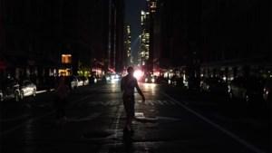New York, de stad die nooit slaapt, gehuld in duisternis door grote stroompanne