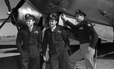 """75 jaar geleden gooide deze oorlogspiloot de eerste atoombom ooit, later volgde nog een fake bom: """"Voor de grap"""""""