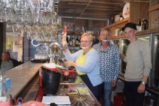 """Caféuitbaters sluiten zaak voortaan al om 22 uur: """"Klanten worden almaar lastiger, onlangs deelde er eentje zelfs een kopstoot uit"""""""