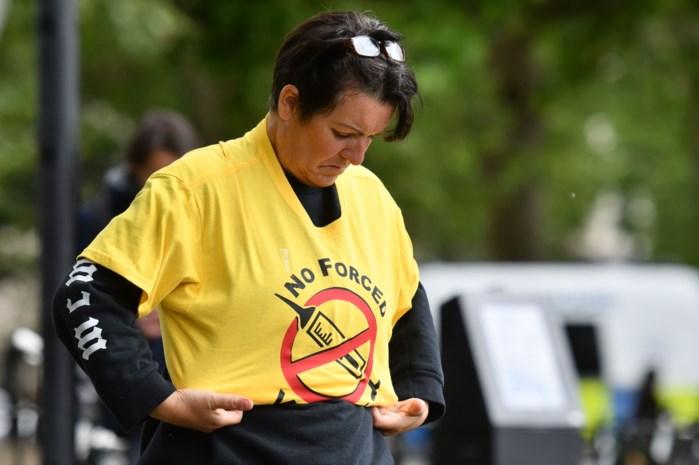 """Niet iedereen in Vlaanderen zit te wachten op een coronavaccin: """"Die getuigenissen van mama's kon ik niet negeren"""""""