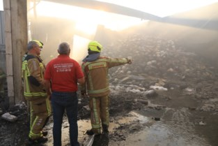Twee gezinnen geëvacueerd tijdens zware industriebrand
