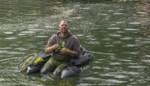 """Met bellyboatvisser Glenn het kanaal op: """"Het roofvissen is de voorbije vier jaar sterk opgekomen bij jongeren"""""""