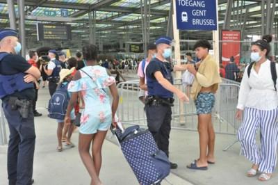 Drukke zomerdag in Oostende: centrum afgesloten voor verkeer, Tommelein wil minder treinen naar de kust