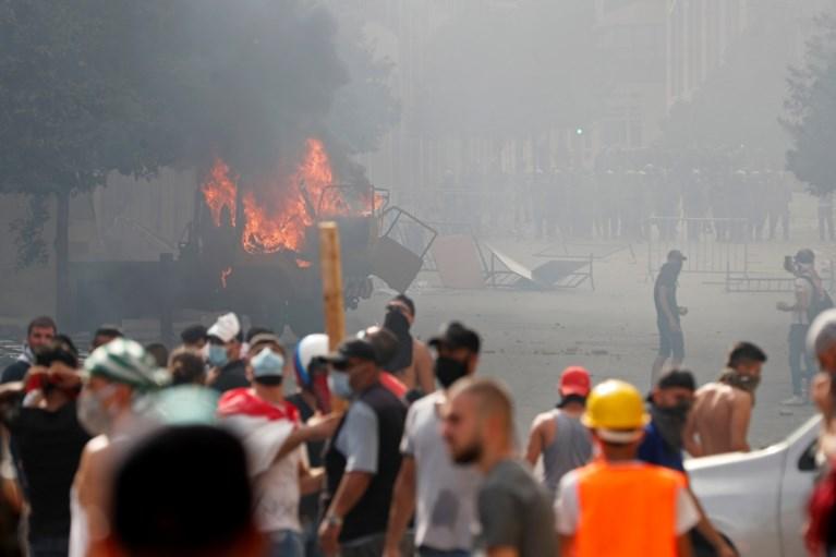 Protesten Beiroet worden grimmig: traangas, agent overleden, manifestanten bezetten ministeries