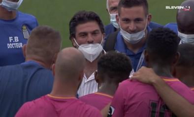 Oeps! Bondsvoorzitter en clubdokter vieren mee bij Charleroi, maar dragen hun mondmasker verkeerd