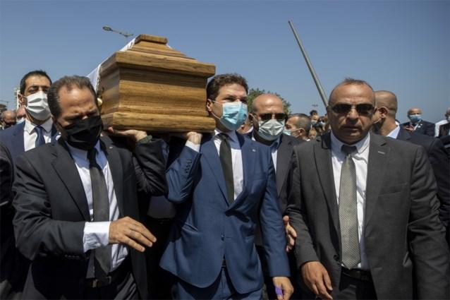 Massale uitvaartplechtigheid in Beiroet wordt grote mars, echtgenote Nederlandse ambassadeur komt om het leven