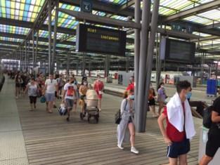 """Oostende zet limiet op aantal toeristen dat met trein mag komen: """"Afspraak met NMBS dat capaciteit van 10.000 reizigers per dag niet overschreden wordt"""""""
