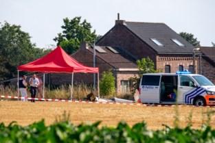 """Piloot en meisje (18) uit Puurs sterven in crash: """"Zweefvliegtuig daalde pijlsnel en boorde zich in de grond"""""""