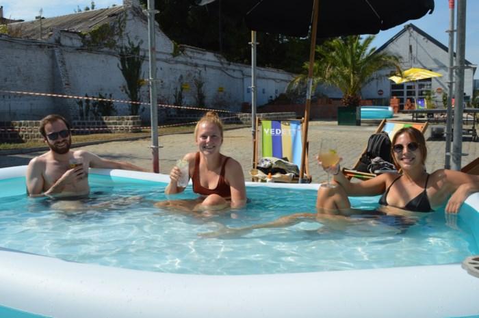 Stelplaats ruilt tafeltjes voor zwembaden met 'drijvende Duvelglazen'