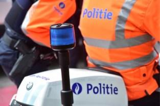 Politie trekt twee rijbewijzen in, wagen in beslag genomen