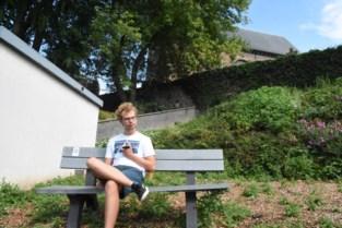 Nog de hele zomer kan je op bankjes gaan genieten van spannende, intieme of bizarre verhalen