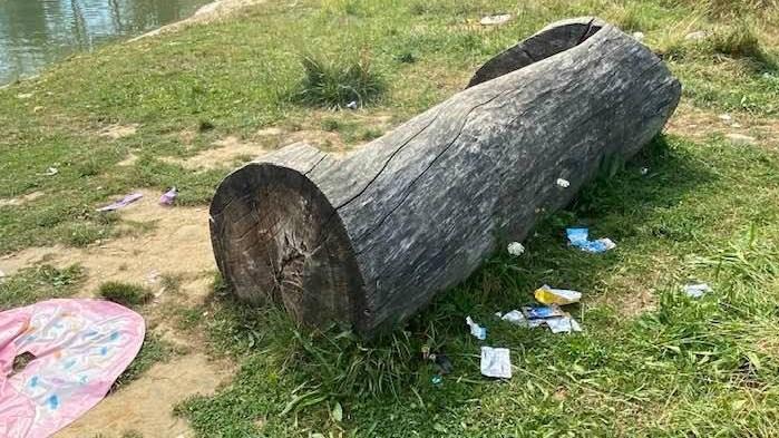 """Heel wat zwerfvuil achtergelaten in natuurgebied na warm weekend: """"Rozekensbos is geen stort, toon wat respect"""""""