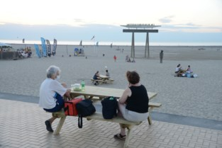 Veertig nieuwe picknicktafels op zeedijk en strand Zeebrugge