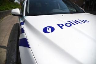 Stomdronken vrouw beschadigt combi omdat politie haar niet thuisbrengt