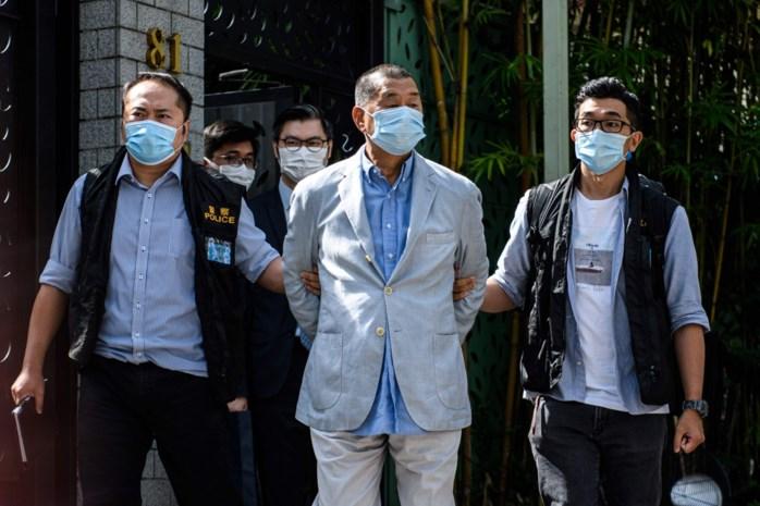 """Volksheld in Hongkong, zwarte hand volgens Peking: multimiljonair Jimmy Lai riskeert jaren cel voor 'verraad aan Peking': """"Dan heb ik eindelijk tijd om te lezen"""""""
