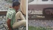 Suïcidale man bedenkt zich op het nippertje en kan zichzelf redden voor trein over hem heen raast